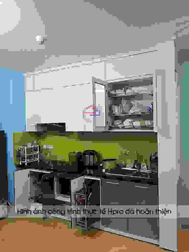 Hình ảnh thực tế tủ bếp acrylic nhà anh Điệp sau khi được lắp đặt đầy đủ phụ kiện và thiết bị đi kèm: hiện đại  by Nội thất Hpro, Hiện đại
