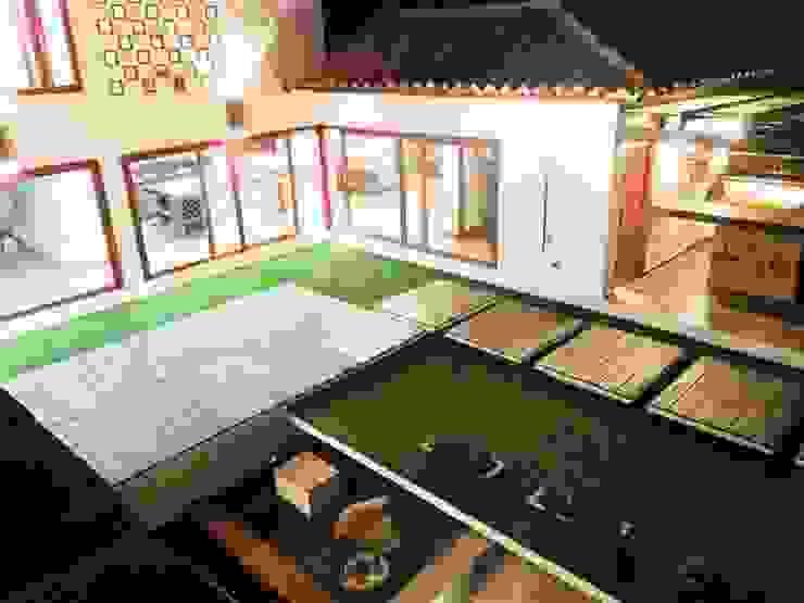 patio central Balcones y terrazas de estilo rústico de cesar sierra daza Arquitecto Rústico