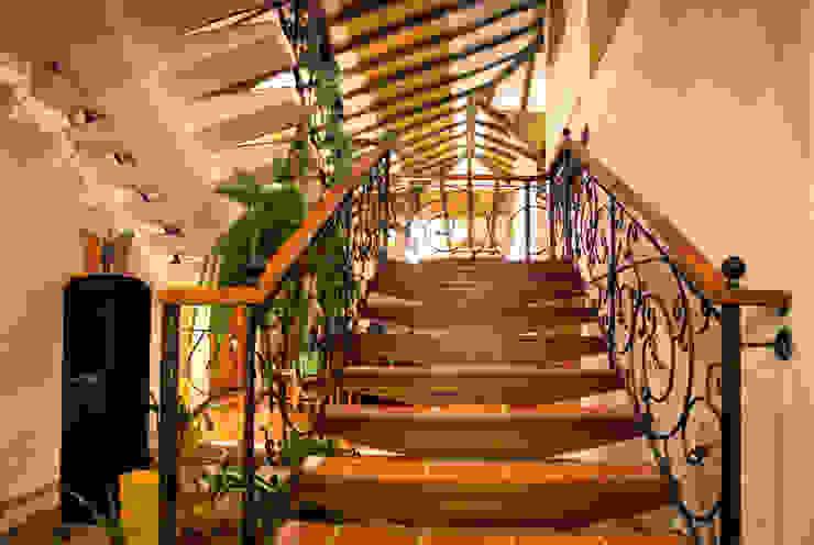 detalle de escalera de cesar sierra daza Arquitecto Rústico Cerámico