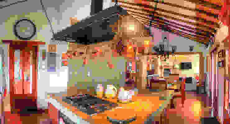meson de cocina en granito de cesar sierra daza Arquitecto Rústico Granito