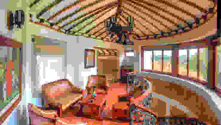 Sala alcoba principal Pasillos, vestíbulos y escaleras de estilo rústico de cesar sierra daza Arquitecto Rústico Cerámico