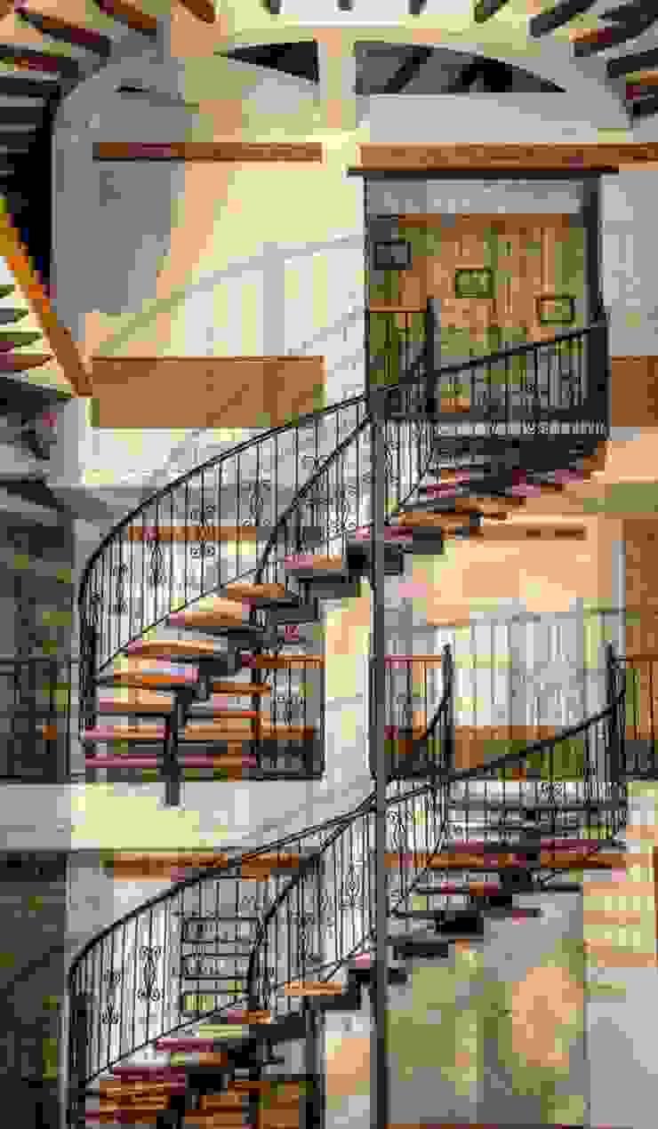 Escalera de cesar sierra daza Arquitecto Rústico Derivados de madera Transparente