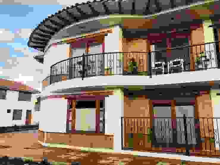 Detalle de Fachada Principal Casas de estilo rústico de cesar sierra daza Arquitecto Rústico Piedra