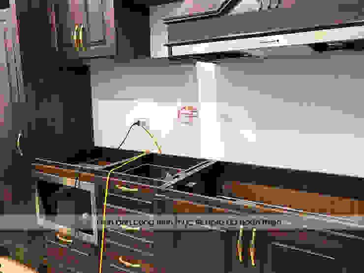 Lắp đặt các thiết bị nhập khẩu cho tủ bếp gỗ óc chó nhà chị Hiền tại Hưng Yên: scandinavian  by Nội thất Hpro, Bắc Âu