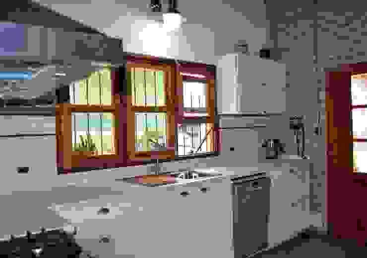 Mueble de cocina con estilo vintage de Gallo y Manca Moderno