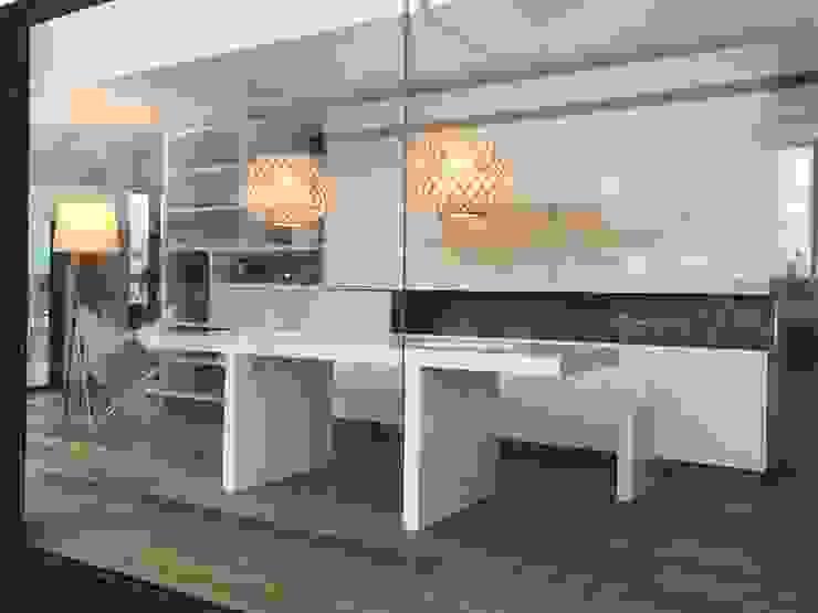 Minimalist dining room by Modulus Minimalist