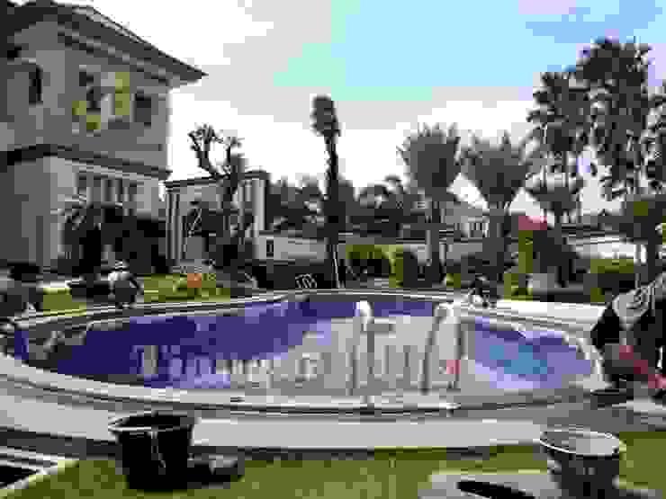 от Tukang Taman Surabaya - Tianggadha-art Средиземноморский Камень