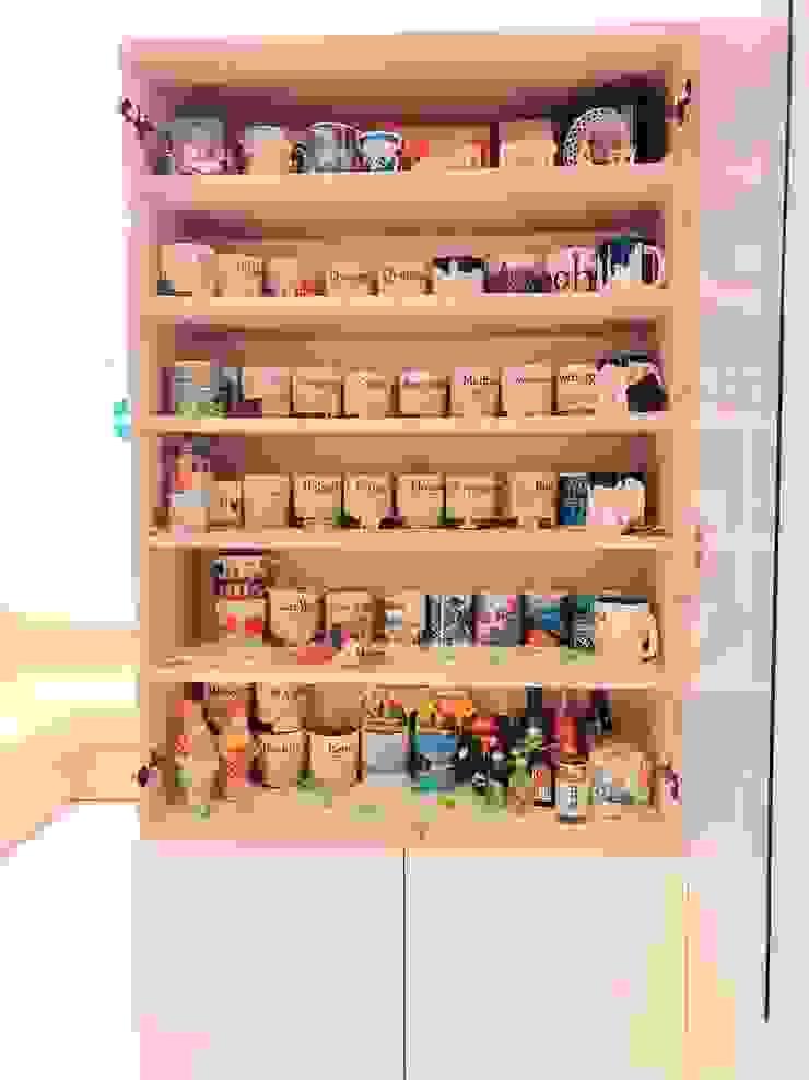 兼具屏風功能的展示收納櫃 藏私系統傢俱 玄關、走廊與階梯櫥櫃與書櫃 MDF Wood effect