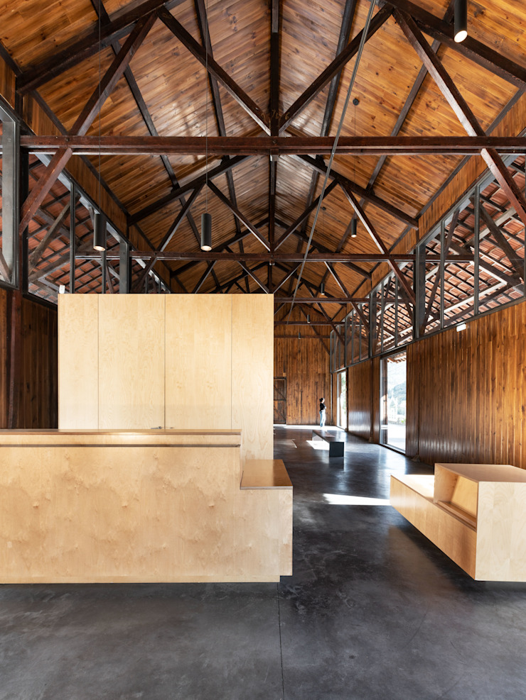 de estilo industrial por Rosmaninho+Azevedo - Arquitectos, Industrial