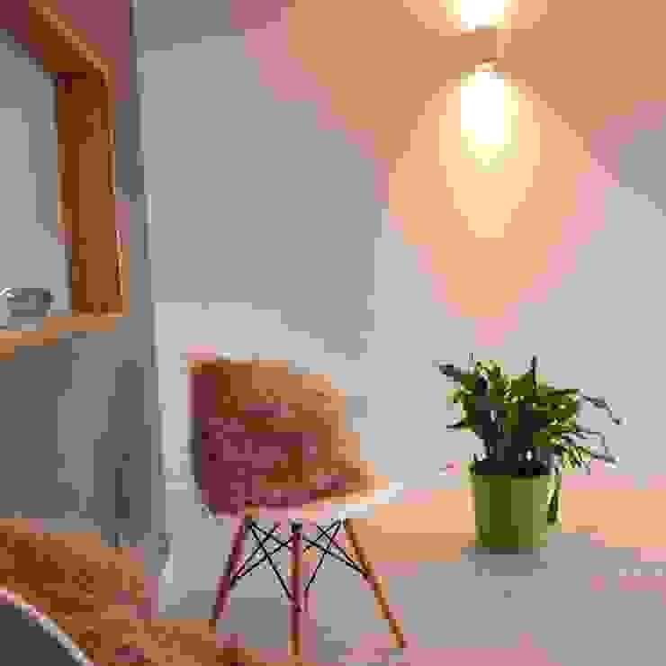 Living room Dab Den Ltd Livings modernos: Ideas, imágenes y decoración Madera Blanco