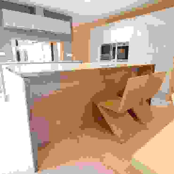 Dab dwelling Dab Den Ltd Cocinas modernas: Ideas, imágenes y decoración Madera Gris