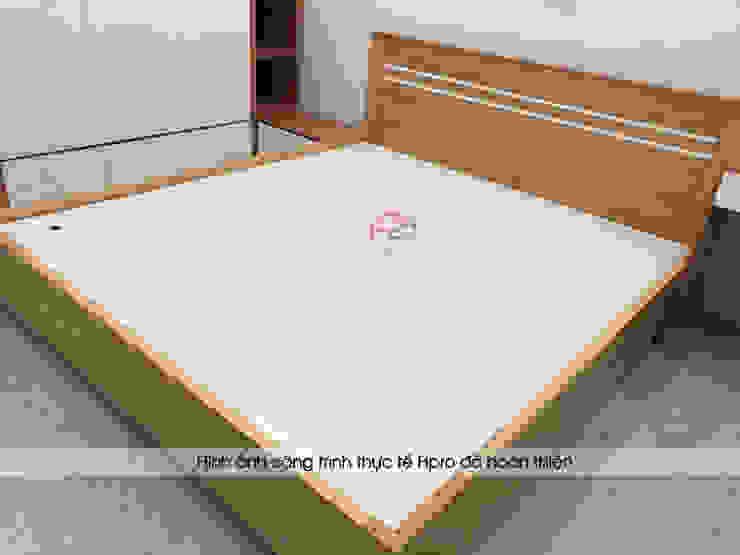 Ảnh thực tế giường ngủ gỗ melamine trong phòng ngủ master nhà chị Hiền tại Nam Định: hiện đại  by Nội thất Hpro, Hiện đại