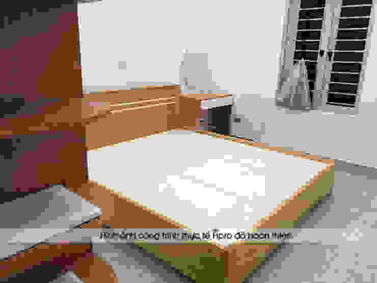 Ảnh thực tế giường ngủ và bàn phấn gỗ melamine trong không gian phòng ngủ master nhà chị Hiền ở Nam Định: hiện đại  by Nội thất Hpro, Hiện đại