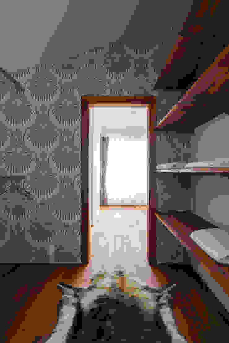 Modern dressing room by yuukistyle 友紀建築工房 Modern