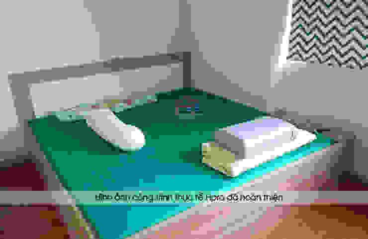 Ảnh thực tế giường ngủ gỗ melamine nhà anh Thư tại HD Mon sau khi lắp đặt xong: hiện đại  by Nội thất Hpro, Hiện đại