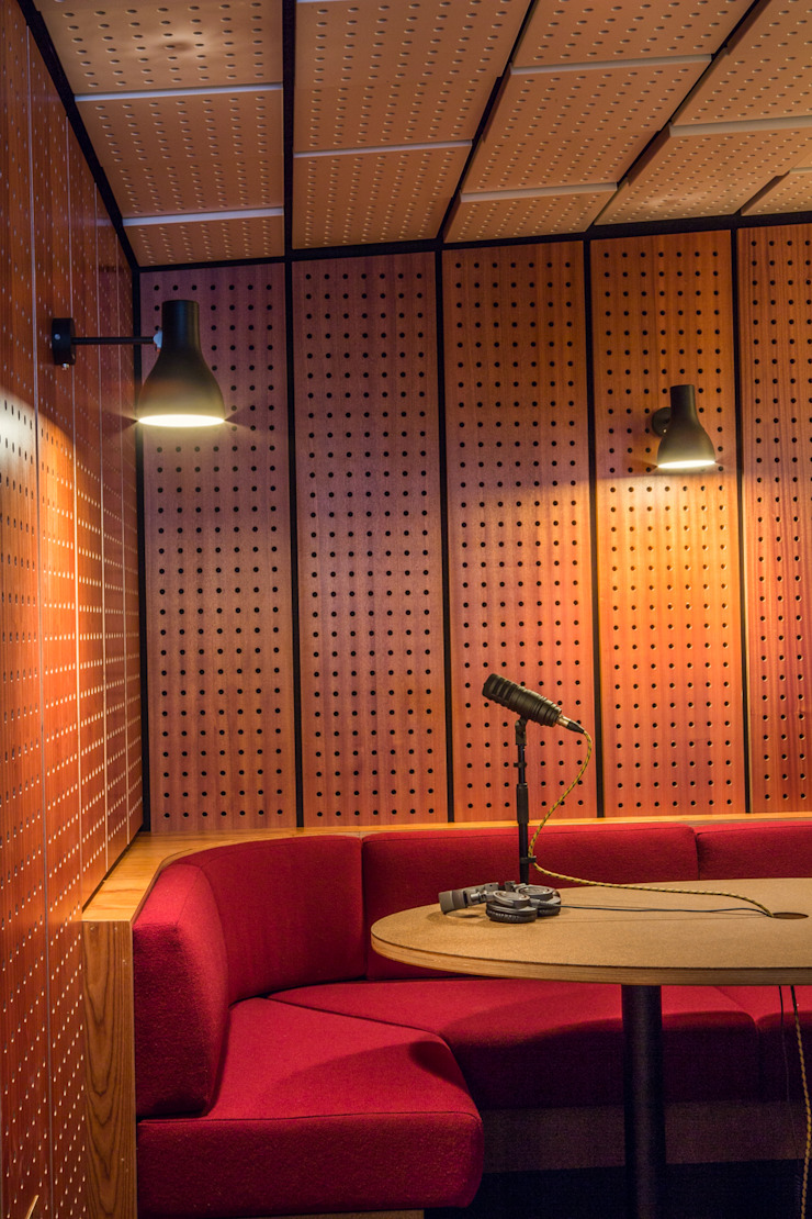 Audio venue od Shape London Nowoczesny