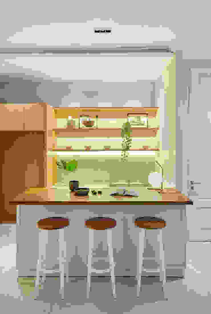 RH House Dapur Modern Oleh Meridian Studio Modern