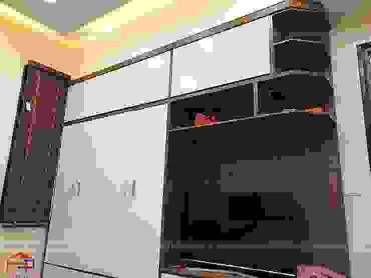 Ảnh thực tế tủ quần áo kèm kệ tivi gỗ melamine nhà anh Năng ở Nam Định: hiện đại  by Nội thất Hpro, Hiện đại