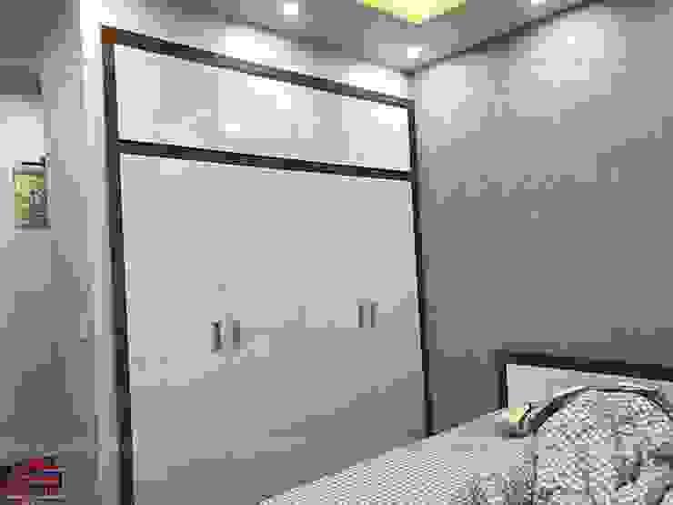 Ảnh thực tế tủ quần áo melamine âm tường trong nội thất phòng ngủ bé trai nhà anh Năng ở Nam Định: hiện đại  by Nội thất Hpro, Hiện đại