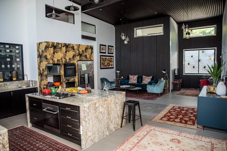 The main socialising zone :  Kitchen by TOP CENTRE PROPERTIES GROUP (PTY) LTD, Eclectic