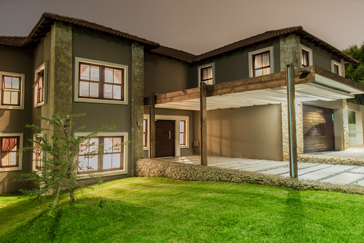 A dazzling ambience by TOP CENTRE PROPERTIES GROUP (PTY) LTD Colonial