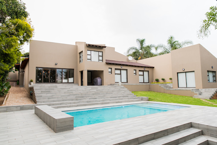 Gamito Residence: a modern look for the outside Modern Houses by TOP CENTRE PROPERTIES GROUP (PTY) LTD Modern