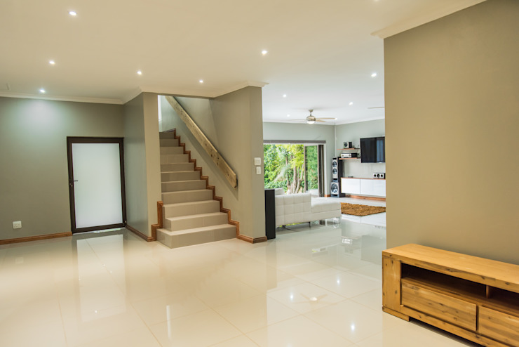 Gamito Residence: Open interiors Modern Living Room by TOP CENTRE PROPERTIES GROUP (PTY) LTD Modern