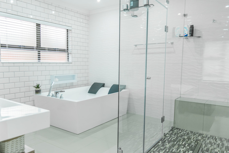 Gamito Residence: The modern bathroom Modern Bathroom by TOP CENTRE PROPERTIES GROUP (PTY) LTD Modern