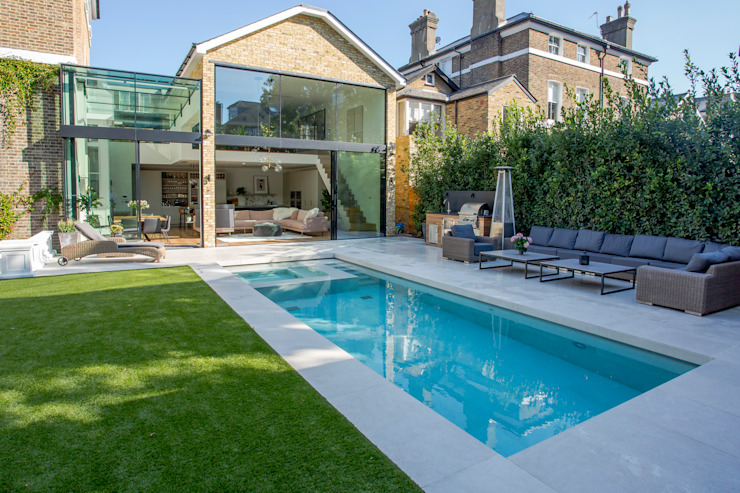 Outdoor Hydrotherapy Pool & Spa by London Swimming Pool Company Modern Concrete