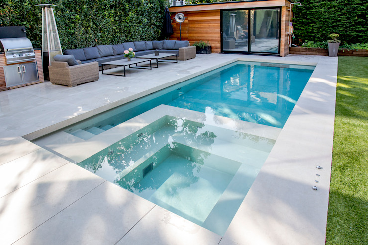 Outdoor Hydrotherapy Pool & Spa by London Swimming Pool Company Modern