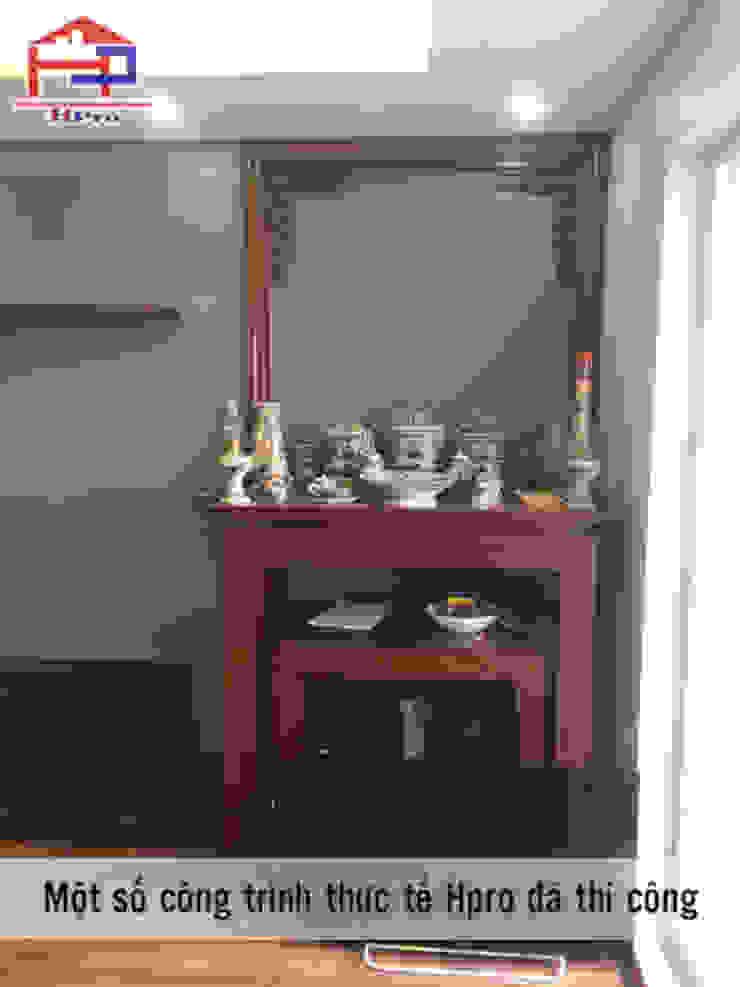 Ảnh thực tế bàn thờ gỗ xoan đào nhà anh Trọng ở Linh Đàm: Châu Á  by Nội thất Hpro, Châu Á