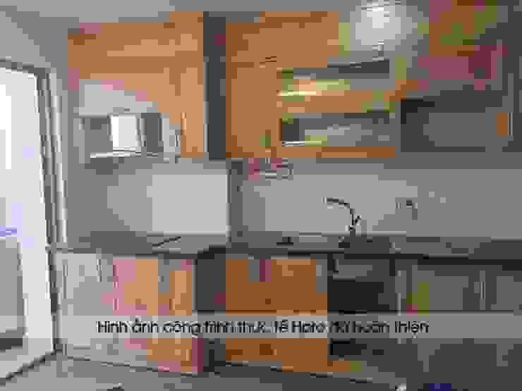 Hoàn thiện lắp đặt tủ bếp gỗ sồi nga chữ I nhà cô Huyền ở Trung Kính: hiện đại  by Nội thất Hpro, Hiện đại
