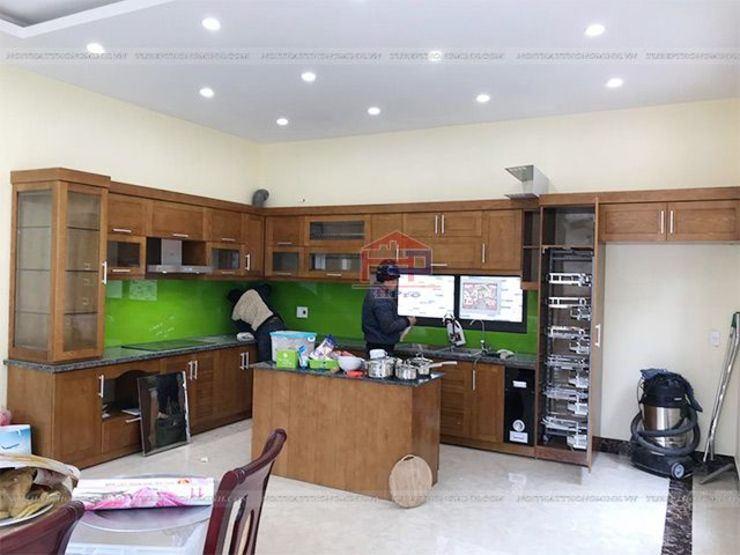 Lắp đặt tủ bếp gỗ sồi mỹ kèm bàn đảo cho nhà anh Việt ở Thái Nguyên: hiện đại  by Nội thất Hpro, Hiện đại