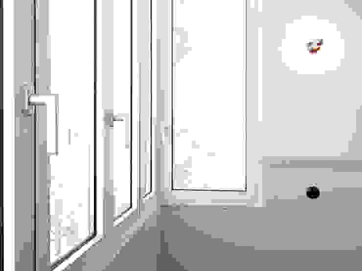 AMPLO arquitectos Modern Windows and Doors