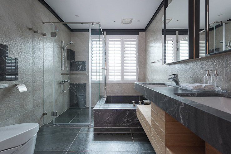居家空間的光影變化 現代浴室設計點子、靈感&圖片 根據 宸域空間設計有限公司 現代風