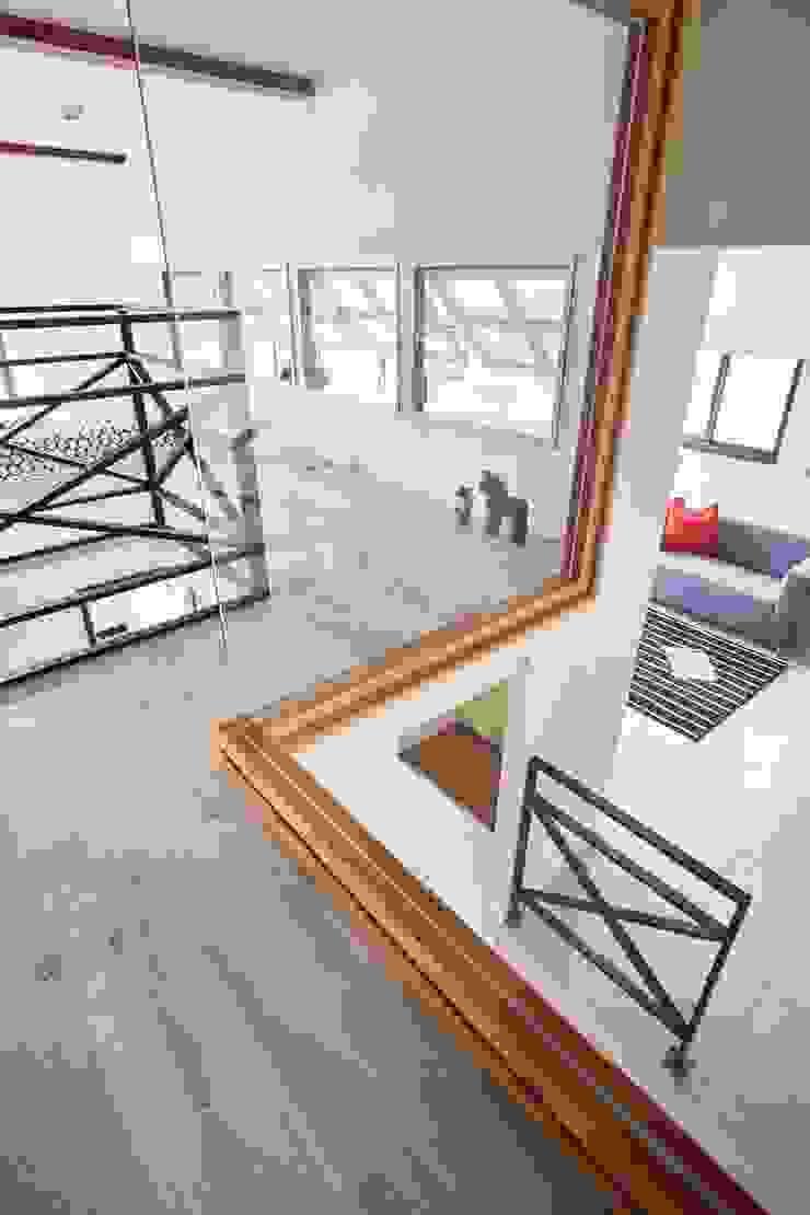 樓上的臥室往下看 根據 弘悅國際室內裝修有限公司 鄉村風
