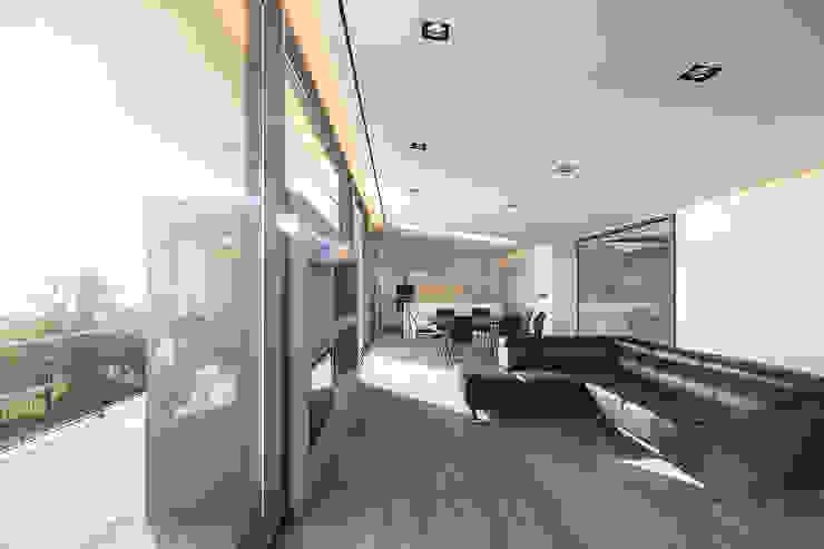 GR House Modern Living Room by PAULO MARTINS ARQ&DESIGN Modern