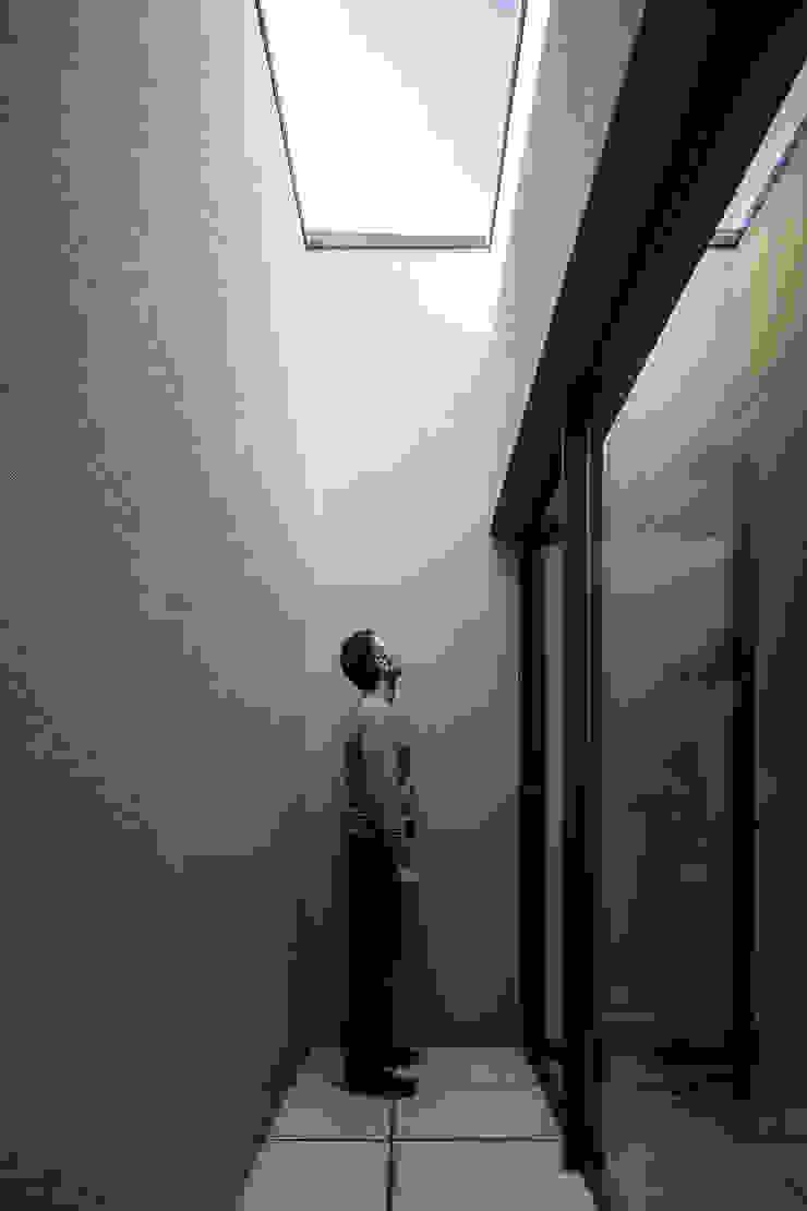 GR House Modern Terrace by PAULO MARTINS ARQ&DESIGN Modern