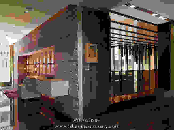 TakenIn Edificios de oficinas de estilo minimalista