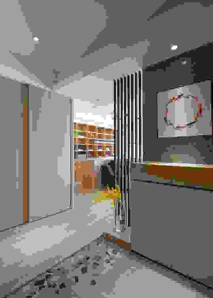 玄關 極簡室內設計 Simple Design Studio 現代風玄關、走廊與階梯