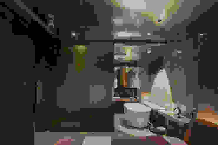 Residence of h 現代浴室設計點子、靈感&圖片 根據 沈志忠聯合設計 現代風
