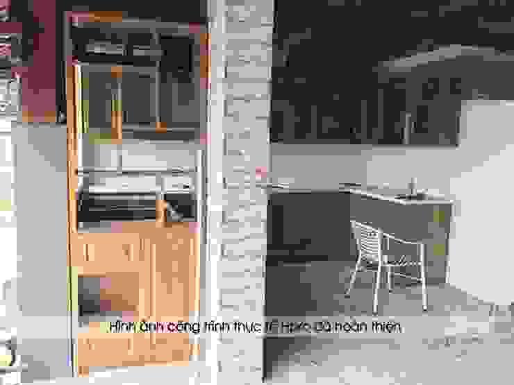 Thi công tủ bếp gỗ sồi mỹ và kệ trang trí cho khách hàng tại Hòa Bình: hiện đại  by Nội thất Hpro, Hiện đại