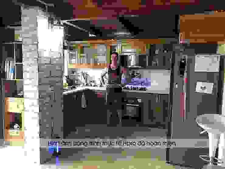 Hoàn thiện thi công tủ bêp gỗ sồi mỹ cho khách hàng người nước ngoài tại Hòa Bình: hiện đại  by Nội thất Hpro, Hiện đại
