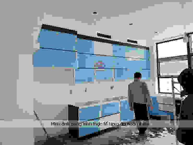 Ảnh thi công tủ bếp acrylic cánh tủ không tay nắm nhà anh Thành ở Tuyên Quang: hiện đại  by Nội thất Hpro, Hiện đại