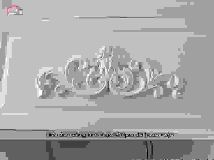 Ảnh thực tế hoa văn trên bộ tủ bếp tân cổ điển sử dụng công nghệ cắt CNC tiên tiến nhà chú Đạt ở Long Biên: scandinavian  by Nội thất Hpro, Bắc Âu