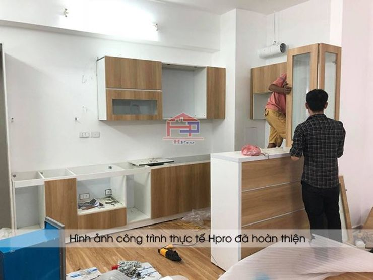 Hpro lắp đặt và thi công tủ bếp laminate nhà anh Lộc ở Cầu Giấy: hiện đại  by Nội thất Hpro, Hiện đại