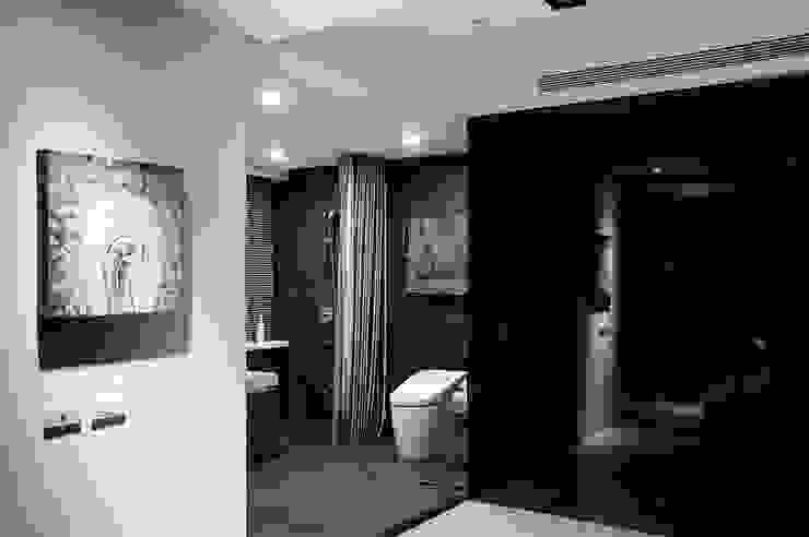 主臥浴室的另一角度 現代浴室設計點子、靈感&圖片 根據 直方設計有限公司 現代風