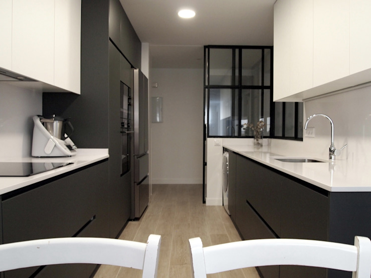 Reforma integral de piso en Avenida de América Reformmia Cocinas de estilo moderno