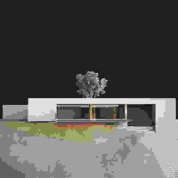 Minimalist house by CIC ARQUITECTOS Minimalist