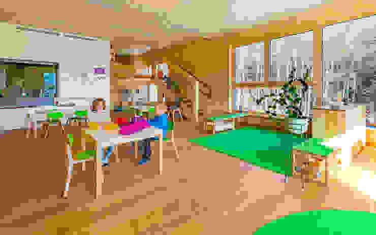 Gruppenraum grün 1 Moderne Schulen von archipur Architekten aus Wien Modern Holz Holznachbildung